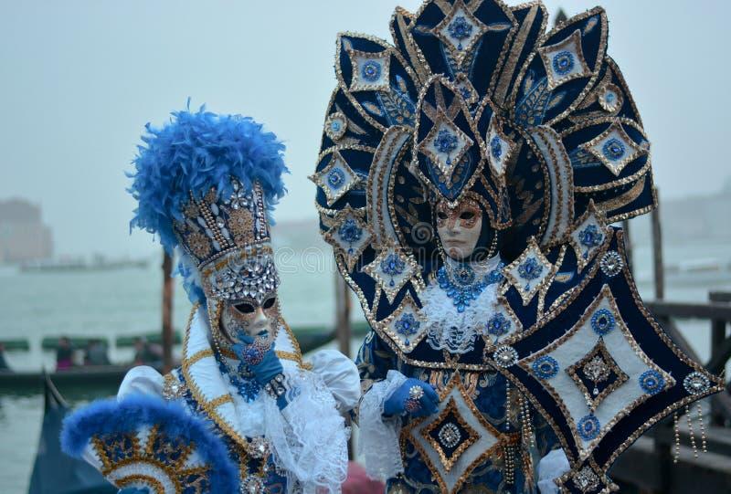 красивые и традиционные костюмы для масленицы Венеции стоковые изображения