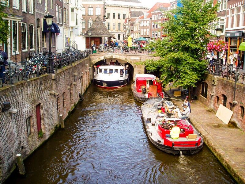 Красивые канал и шлюпки в Utrecht стоковое фото