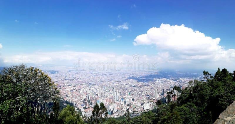 Красивые ландшафт и взгляд города стоковое изображение rf