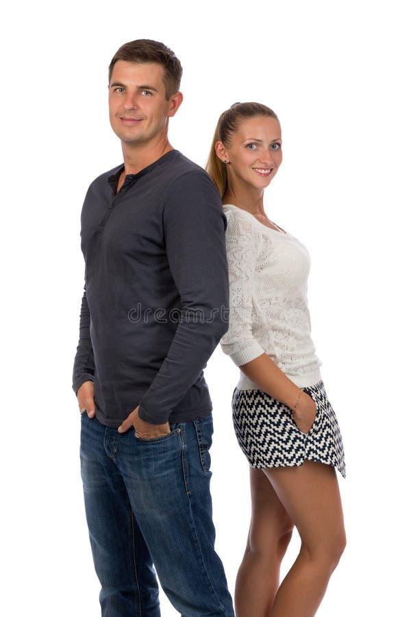 Красивые молодые пары на белизне стоковые фото
