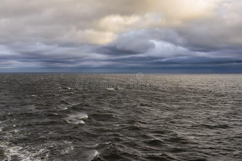 Download Красивые небо и облака над Балтийским морем Стоковое Фото - изображение насчитывающей океан, день: 40581912