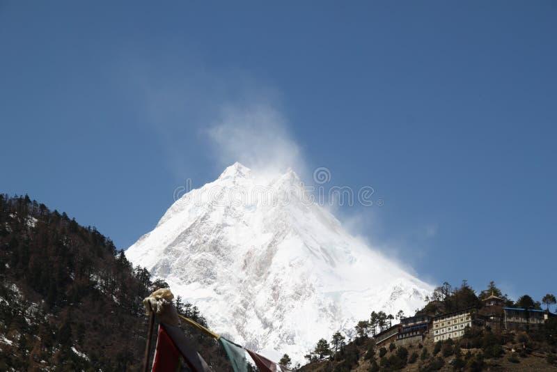 Красивые облака на Manaslu стоковое изображение rf