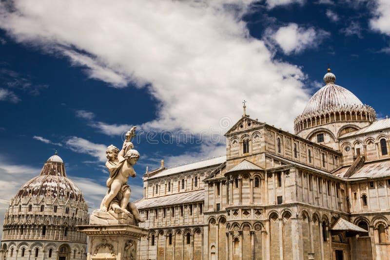 Красивые памятники старины в Пизе стоковые изображения