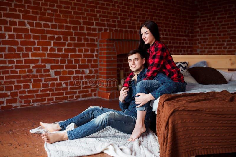 Веб видео молодой пары и друга