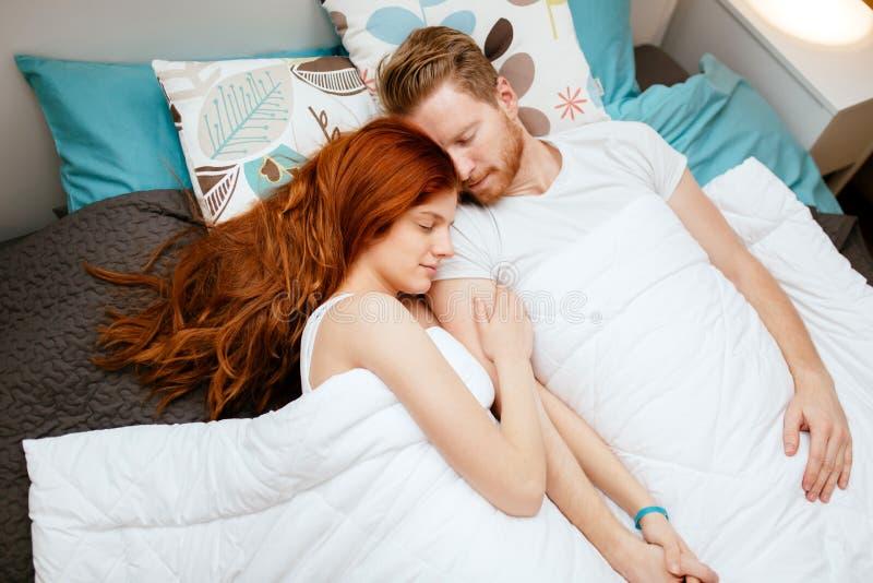 Красивые пары уснувшие стоковая фотография