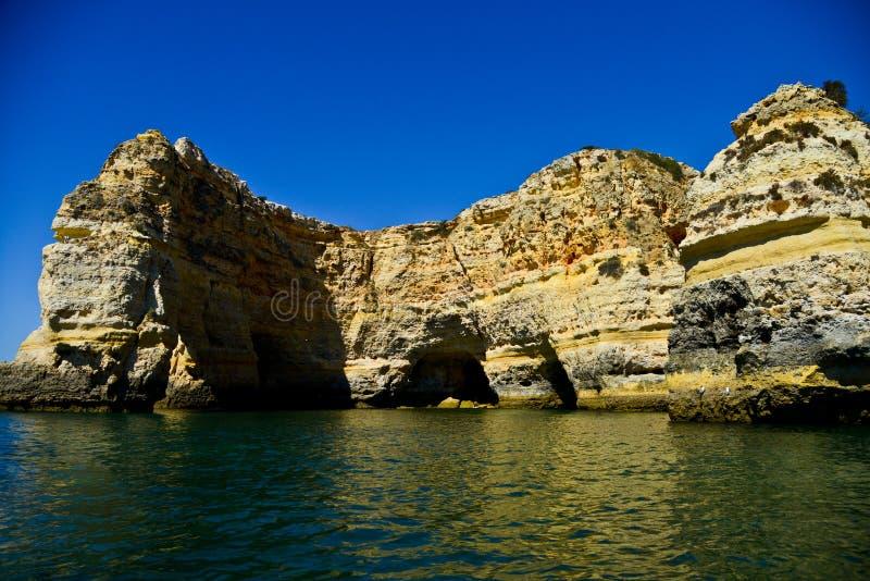 Красивые пещеры в Алгарве, Португалии стоковая фотография