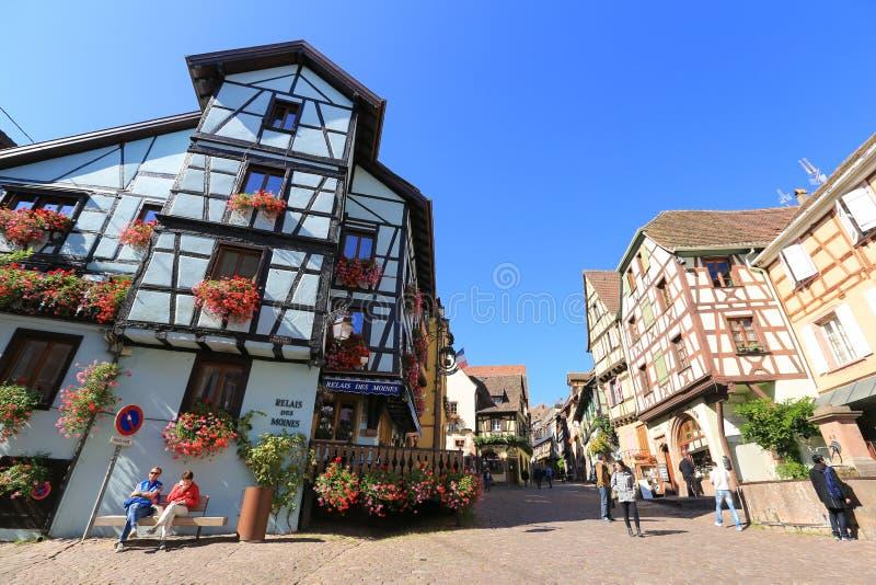 Красивые полу-timbered дома в Эльзасе, Франции стоковые изображения rf