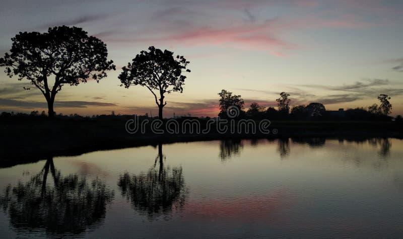 Красивые прекрасные обои захода солнца   Красивые и изумительные обои захода солнца стоковые изображения rf