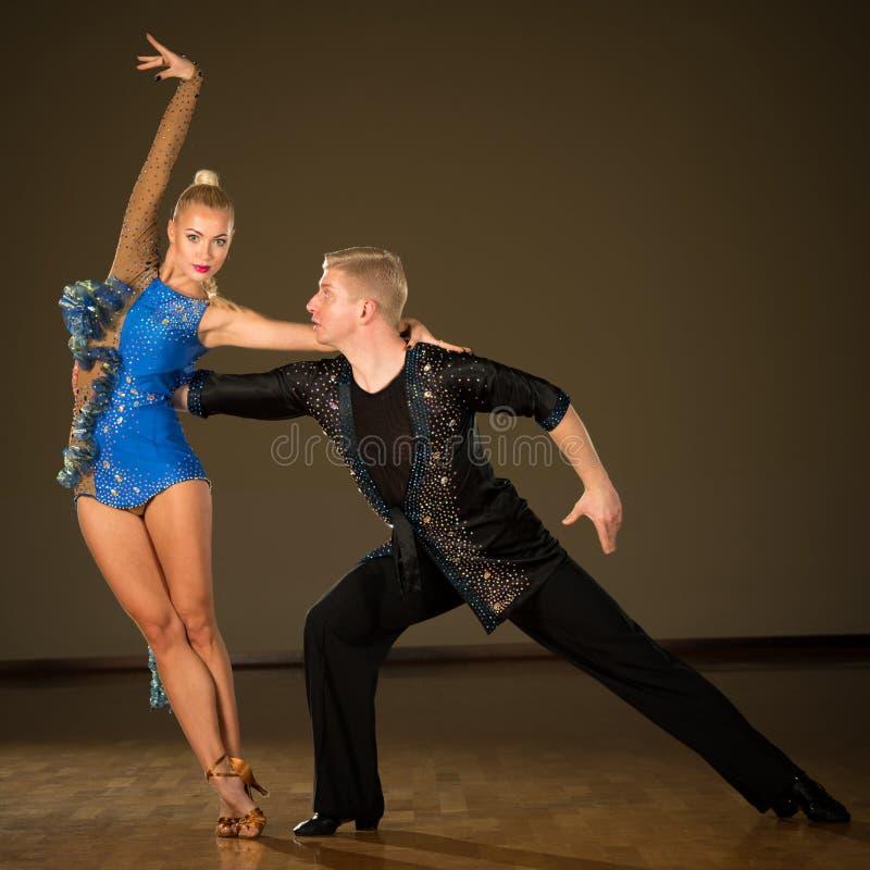 фото танцующих профессиональные