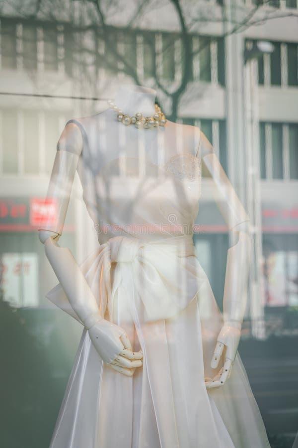 Красивые платья свадьбы (фильтрованный обрабатываемый изображением eff года сбора винограда стоковое изображение