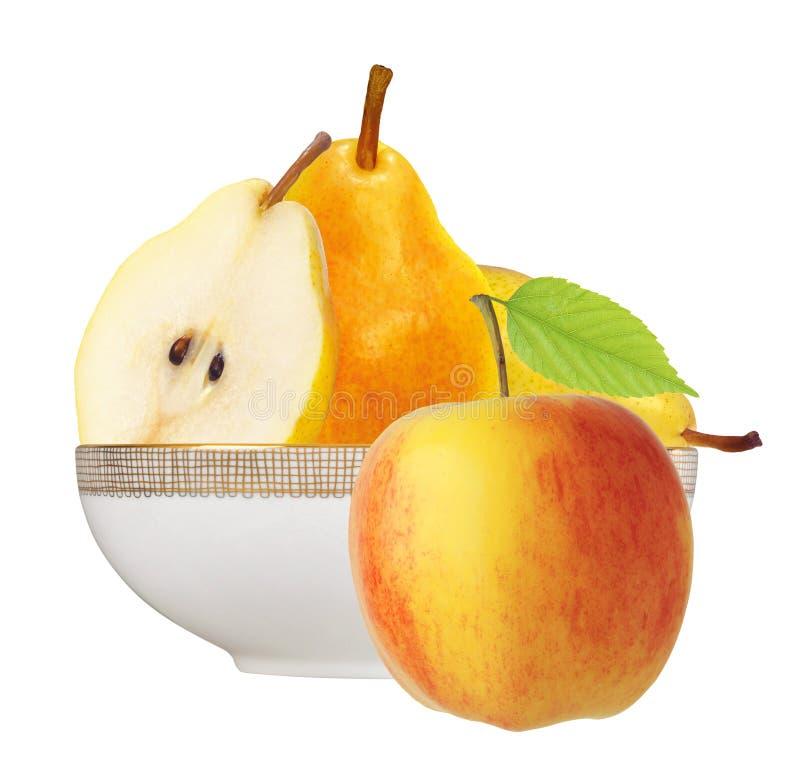 Красивые свежие желтые груши в плите и яблоке изолированных на whit стоковое изображение rf