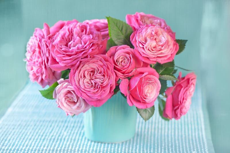 Красивые свежие розовые розы стоковое изображение