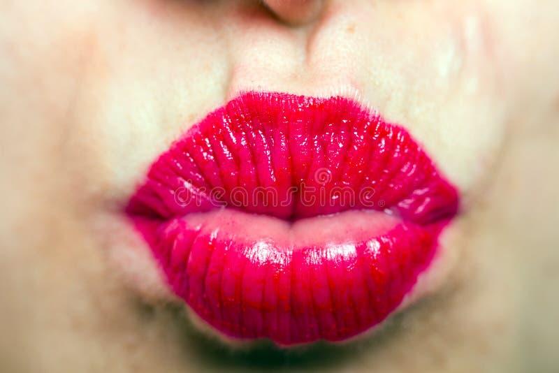 Открытки с сексуальным поцелуем