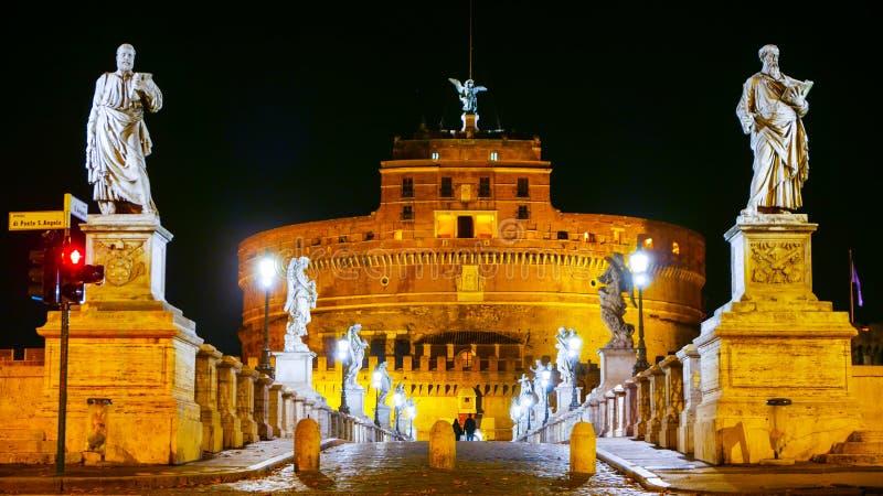 Download Красивые скульптуры на мосте ангелов в Риме Стоковое Фото - изображение насчитывающей sightseeing, roma: 81807744
