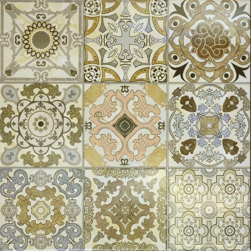 Красивые старые картины керамических плиток стены стоковые изображения