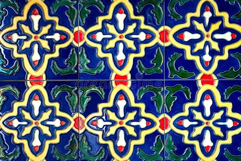 Красивые старые картины керамических плиток стены handcraft от публики Таиланда стоковая фотография rf
