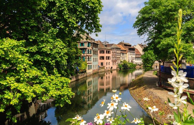 Download Красивые старые дома в страсбурге, Франции Стоковое Фото - изображение насчитывающей французско, известно: 41651350
