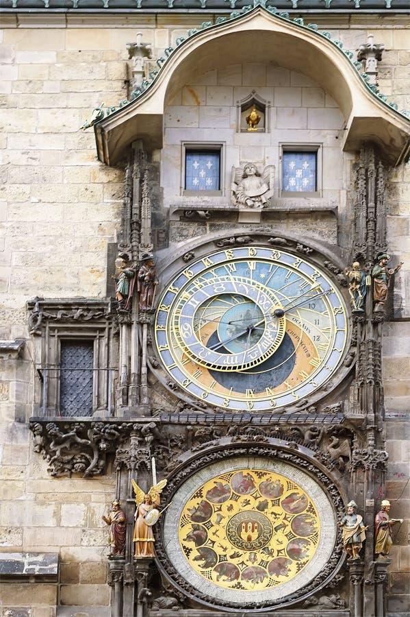 Красивые старые часы в центре города Праги стоковая фотография rf