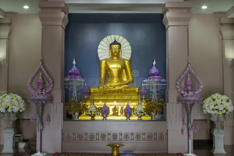 Красивые статуи Будды в Mahabodhi Stupa Bodh Gaya в watpanyanantaram в Khlong Hok, районе Khlong Luang, Pathum Thani, стоковые фотографии rf
