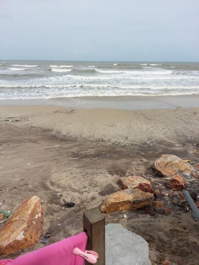 Красивые сторона моря и море соткут стоковое изображение