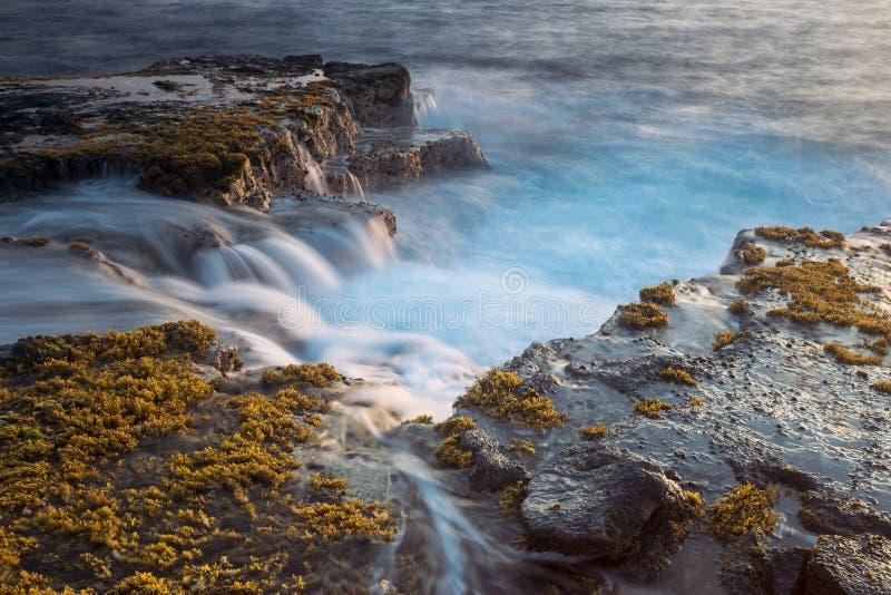 Красивые сценарные scapes большого острова вулканов, гор, океана, и заходов солнца Гаваи стоковые изображения