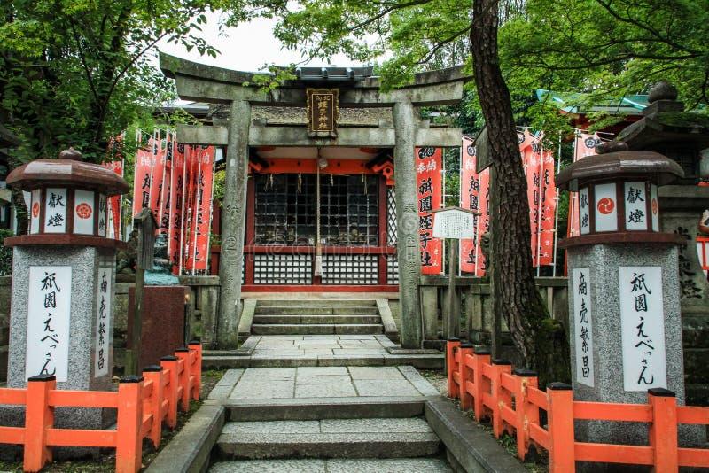 Красивые торусы облицевали стробы и фонарики, Киото, kansai, Японию стоковые фотографии rf