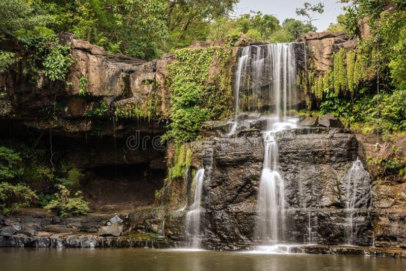 Красивые тропические каскады в национальном парке движения, острове Kood Koh, Таиланде. стоковое фото rf