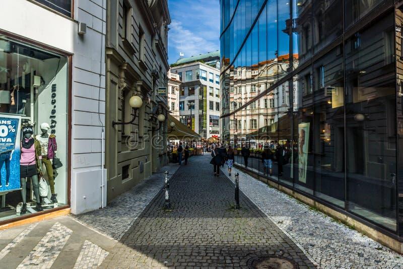 Красивые фасады старых и современных зданий стоковые фотографии rf