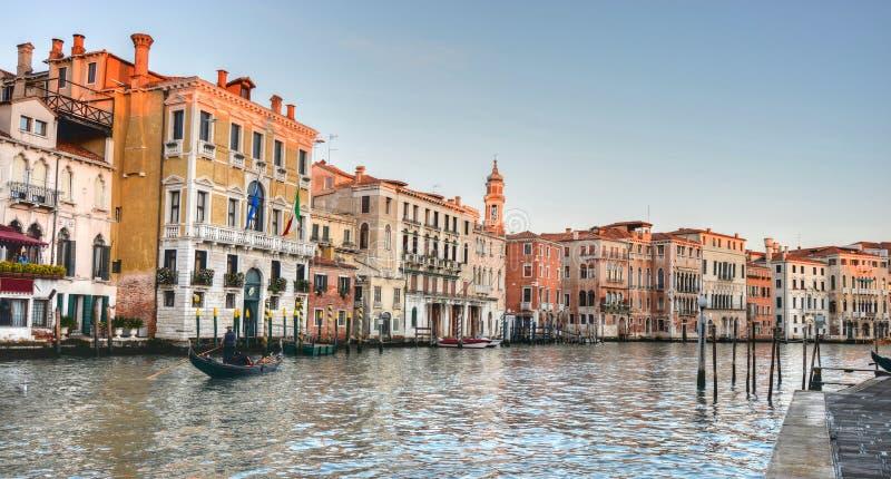 Красивые цвета и старая Венеция, на большом канале стоковое изображение rf