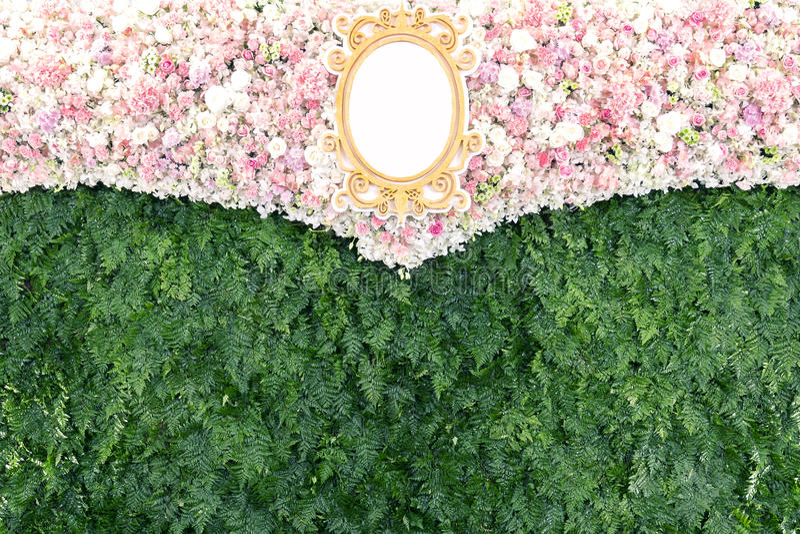 Красивые цветки и фон завода для свадебного банкета стоковые изображения rf