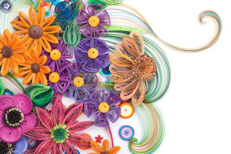 Красивые цветки сделанные в quilling искусстве стоковое изображение