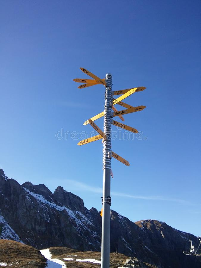 Красивые швейцарские горы, свежий воздух стоковое изображение rf