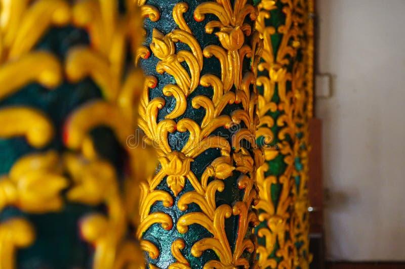 Красивые штендеры на виске Wat Pong Sanuk в Lampang, Таиланде стоковая фотография rf