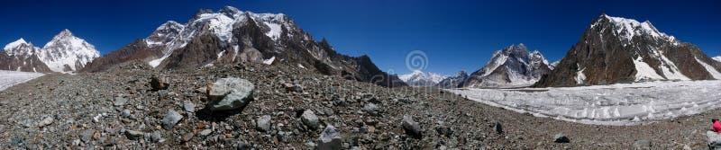 Красивые K2 и обширный пик от Concordia в горном пике PakistanMitre гор Karakorum на Concordia располагаются лагерем, K2 трек, Pa стоковые фотографии rf