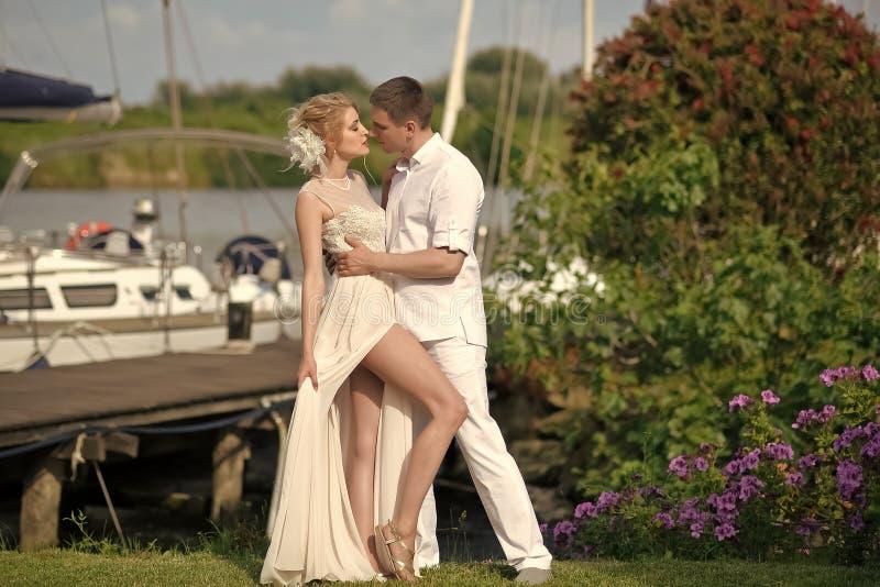 Красивые wedding пары стоковое изображение rf
