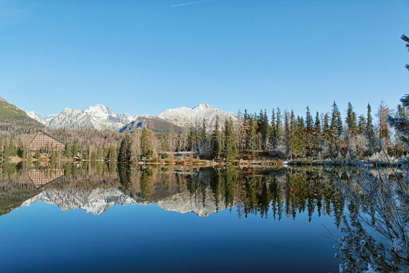 Красивый ландшафт высокое Tatras зимы, Strbske стоковое изображение rf