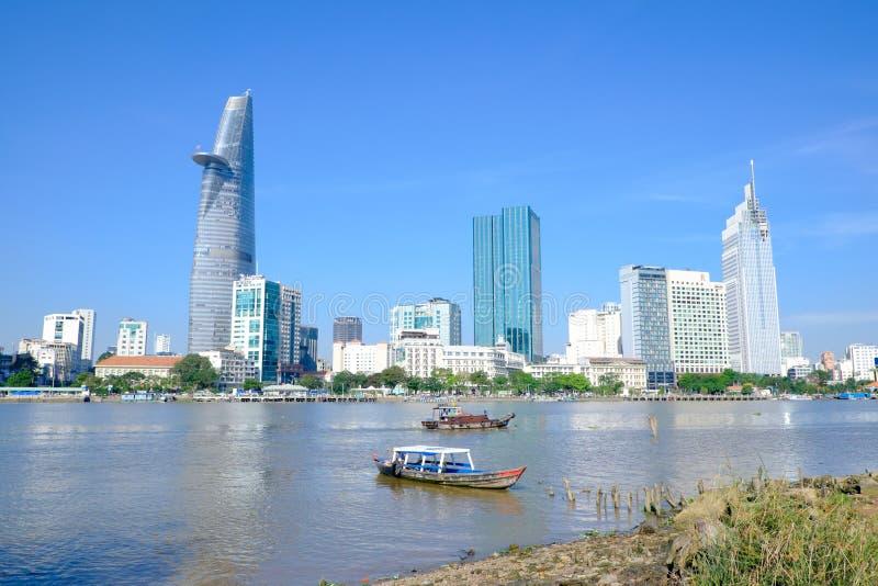 Красивый ландшафт в утре реки saigon, центра Хошимина стоковая фотография