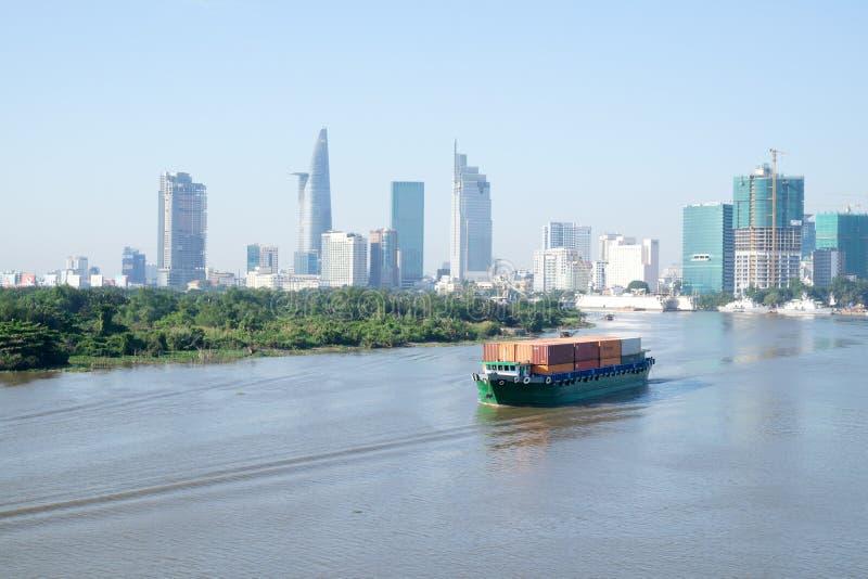 Красивый ландшафт в утре реки saigon, центра Хошимина стоковое фото