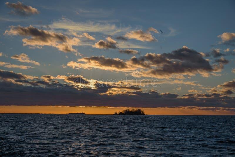 Красивый ландшафт моря после захода солнца стоковое фото rf