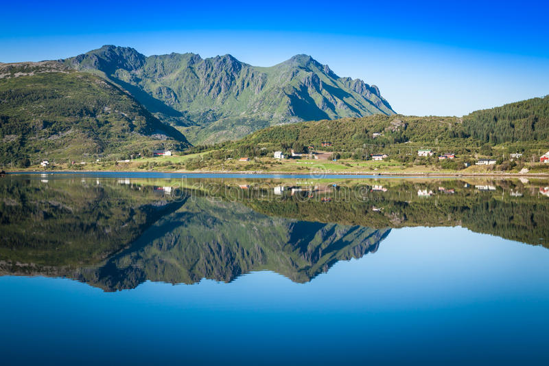 Download Красивый ландшафт Норвегии, Скандинавии Стоковое Изображение - изображение насчитывающей ряд, плаща: 40580873