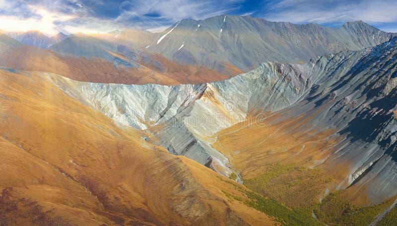 Красивый ландшафт осени, горы Россия Altai стоковое фото