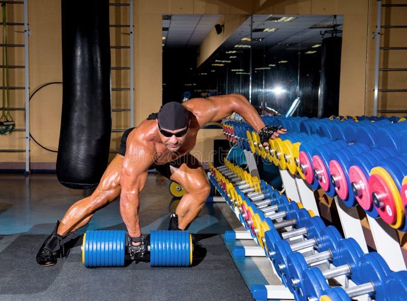 Красивый атлетический культурист человека стоковые изображения rf
