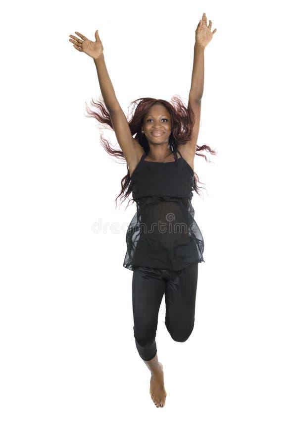 Красивый африканский скакать женщины стоковое изображение