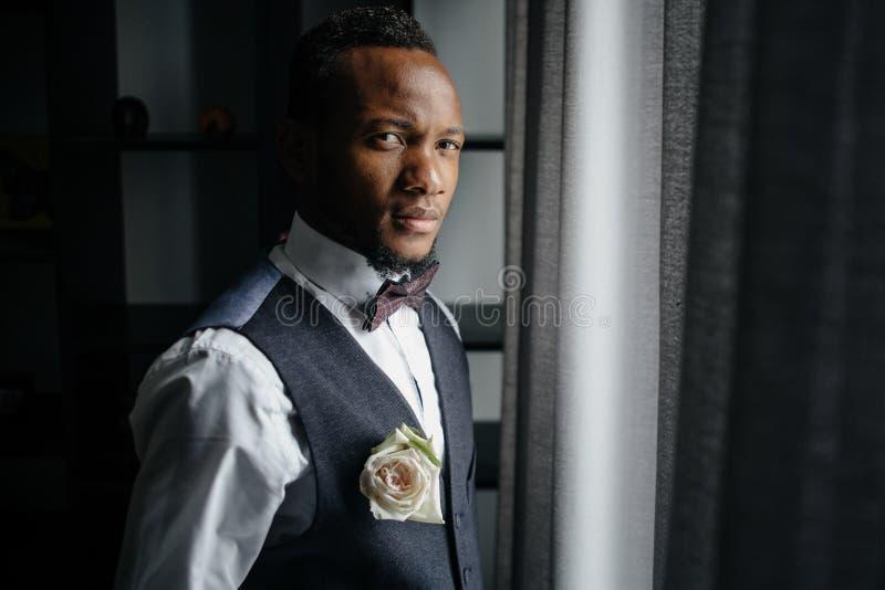 Красивый Афро-американский groom стоковые изображения