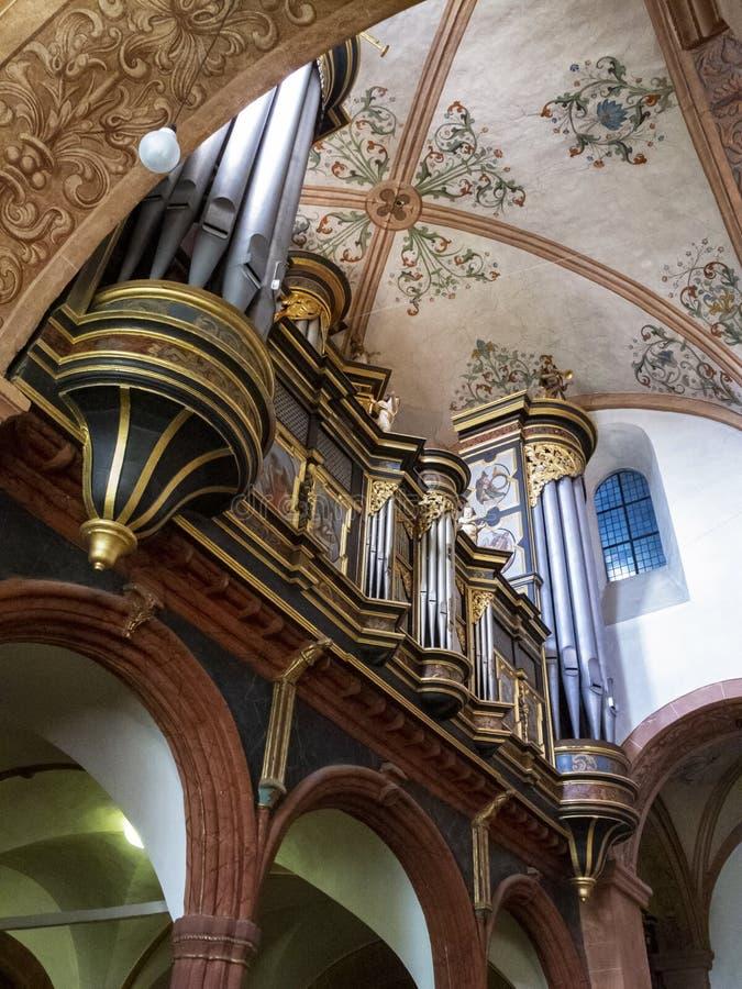 Красивый барочный орган трубы на базилике Steinfeld, бывшая церковь аббатства аббатства Steinfeld, на Steinfeld в Kall, северное  стоковые изображения rf