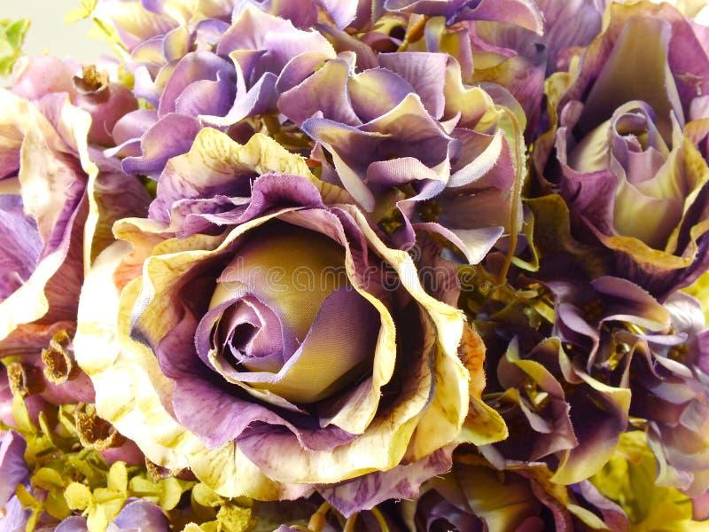 Красивый букет искусственной предпосылки цветка роз стоковые фотографии rf