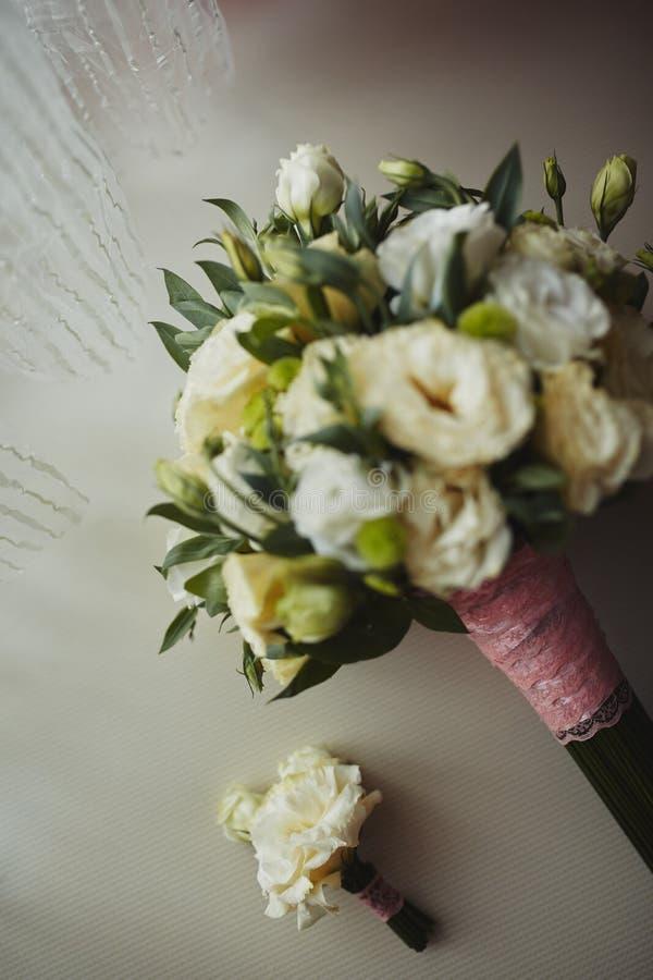 Красивый букет свадьбы, свадьба floristry Стильная невеста букета свадьбы r Оформление свадьбы стоковые изображения rf
