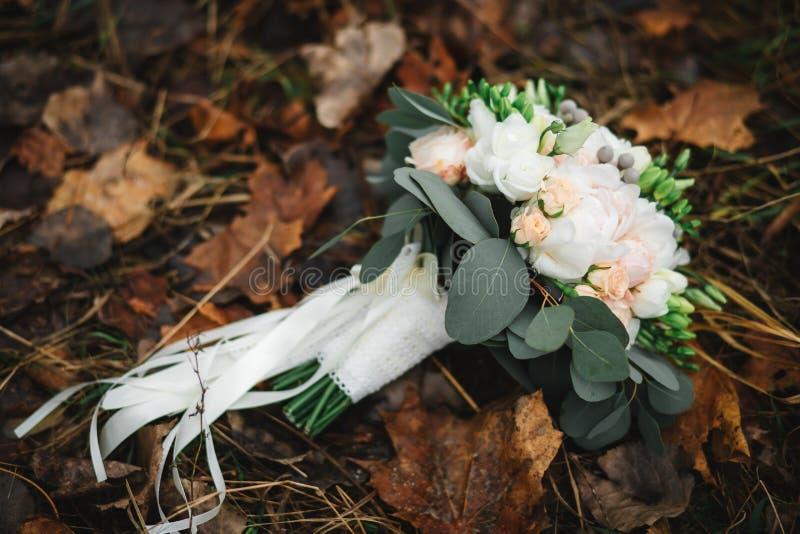 Красивый букет свадьбы, свадьба floristry Стильная невеста букета свадьбы r Оформление свадьбы стоковое фото