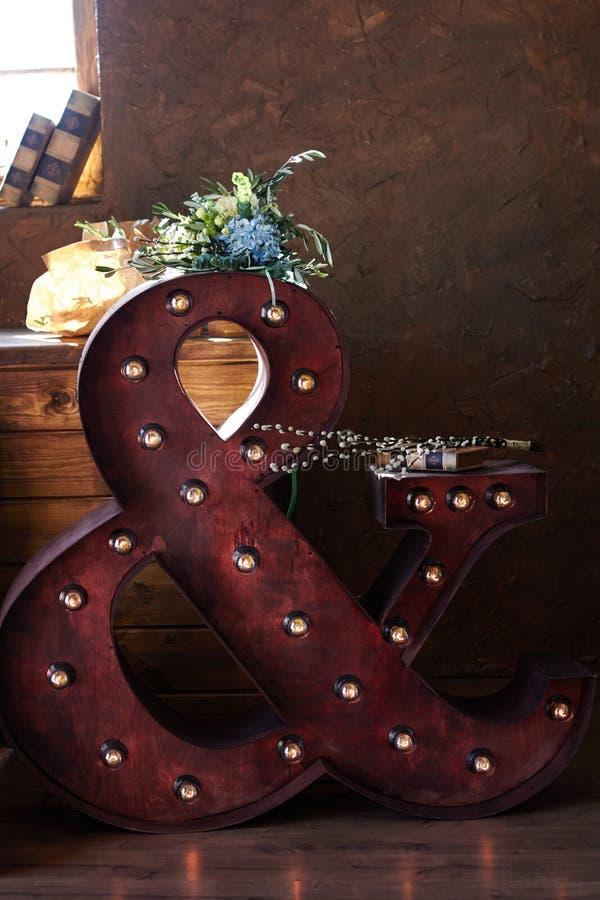 Красивый букет свадьбы лета Чувствительные яркие цветки для невесты Подготовки для свадебной церемонии венчание букета bridal стоковое изображение