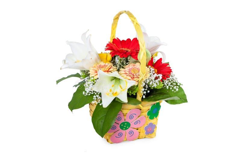 Красивый букет ярких цветков в корзине стоковое изображение